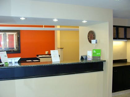Lobby and Guest Check-in | Extended Stay America Piscataway - Rutgers University