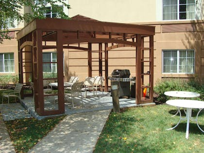 Picnic Area | Extended Stay America Piscataway - Rutgers University