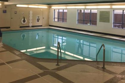 Swimming Pool | Extended Stay America - Findlay - Tiffin Avenue