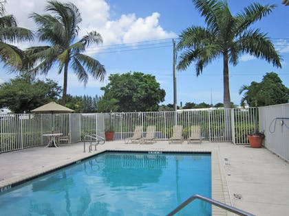 Swimming Pool | Extended Stay America-West Palm Beach- Northpoint Corp Park