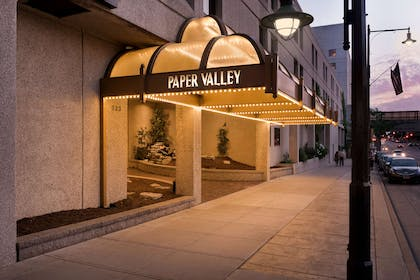 WIPAPER Ext Awning | Red Lion Hotel Paper Valley