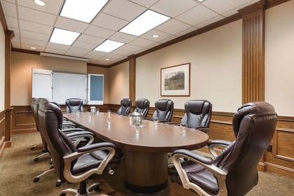 WIPAPER Boardroom | Red Lion Hotel Paper Valley