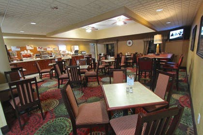 Breakfast Area | Baymont Inn & Suites by Wyndham Findlay