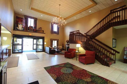Lobby | Baymont Inn & Suites by Wyndham Findlay