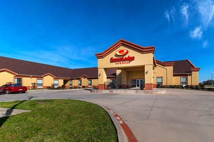 Hotel exterior | Econo Lodge Inn & Suites Bridgeport