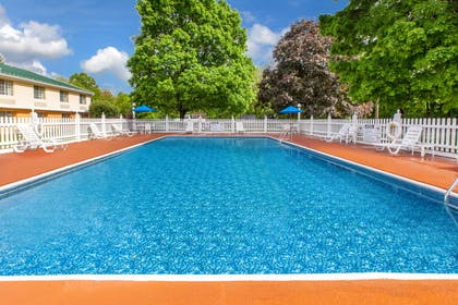 Pool | Baymont by Wyndham Harrisburg