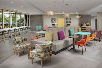 Lobby   Home2 Suites by Hilton Lakeland