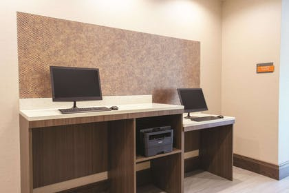 Business Center | La Quinta Inn & Suites by Wyndham Buffalo Amherst