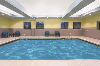 Pool | La Quinta Inn & Suites by Wyndham Buffalo Amherst