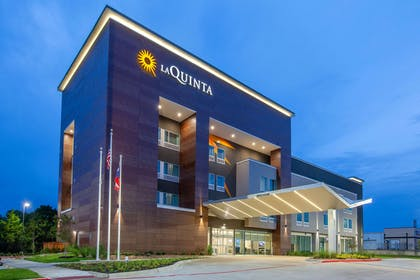 Exterior | La Quinta Inn & Suites by Wyndham Dallas Duncanville