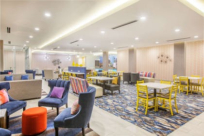 Breakfast Area | La Quinta Inn & Suites by Wyndham Dallas Duncanville