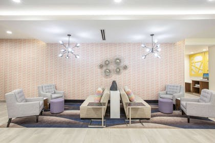 Lobby | La Quinta Inn & Suites by Wyndham Dallas Duncanville
