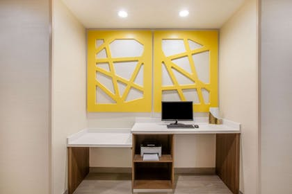 Business Center | La Quinta Inn & Suites by Wyndham Dallas Duncanville