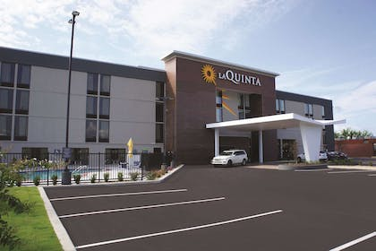 Exterior | La Quinta Inn & Suites by Wyndham Columbus MS