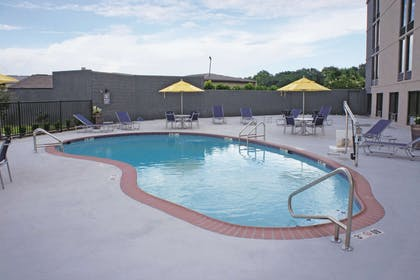 Pool | La Quinta Inn & Suites by Wyndham Columbus MS