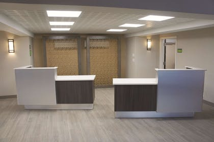 Lobby | La Quinta Inn & Suites by Wyndham Columbus MS