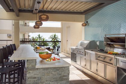 The Residences at Waikiki Beach Tower - Barbecue Area | Aston Waikiki Beach Tower