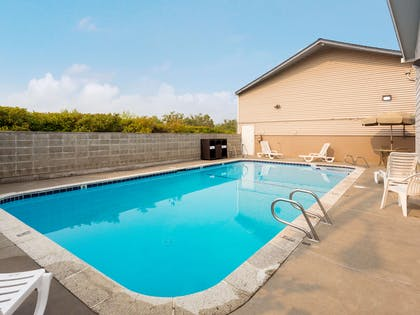 Pool | Red Lion Inn & Suites Grants Pass