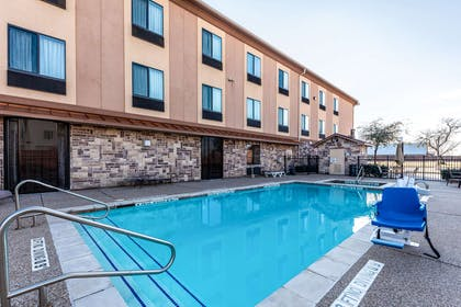 Mineral Wells Pool | Red Lion Inn & Suites Mineral Wells
