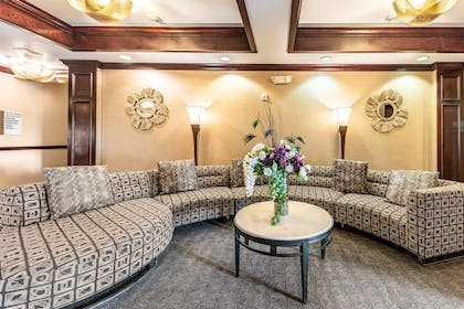 Lobby | Red Lion Inn & Suites Mineral Wells