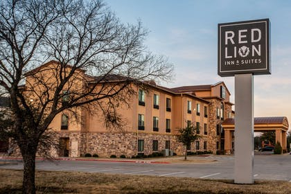 Twilight | Red Lion Inn & Suites Mineral Wells