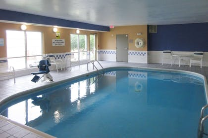 Indoor pool | Clarion Inn