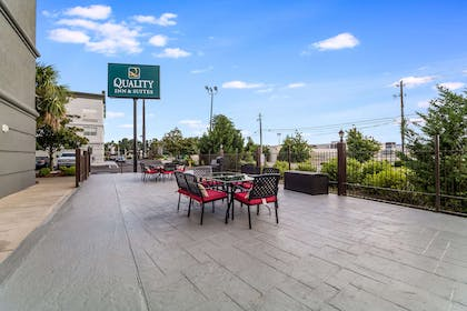 Hotel patio | Quality Inn & Suites Augusta I-20