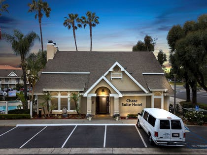 clubhouse entrance | Chase Suite Hotel Brea