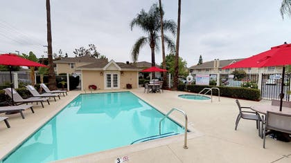 pool | Chase Suite Hotel Brea