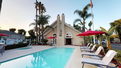 outdoor pool | Chase Suite Hotel Brea