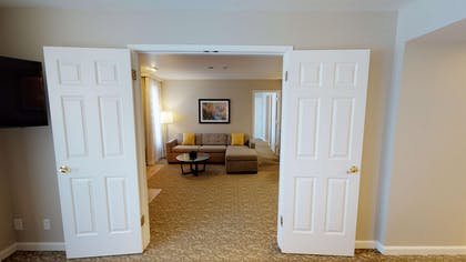 entrance to living area | Chase Suite Hotel Newark