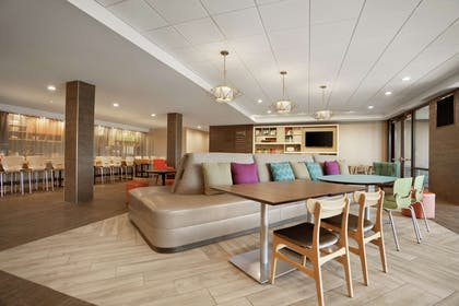 Lobby | Home2 Suites by Hilton Warminster Horsham