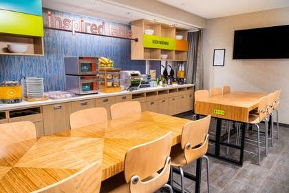 Breakfast Area | Home2 Suites by Hilton San Antonio at the Rim