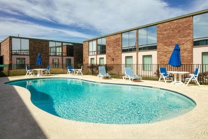 Outdoor Pool lg   Red Lion Hotel Houston Intercontinental Airport