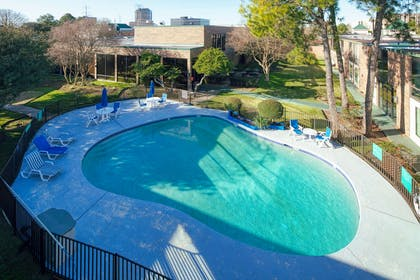 RL Houston Outdoor Pool   Red Lion Hotel Houston Intercontinental Airport