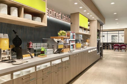 Restaurant | Home2 Suites by Hilton Chicago River North