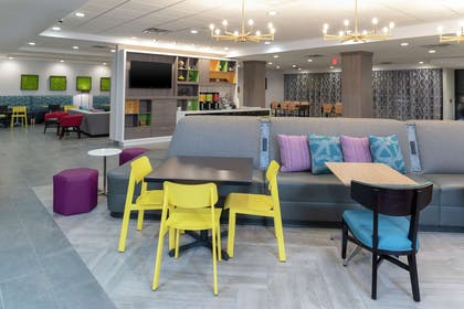 Lobby | Home2 Suites by Hilton Indianapolis Airport