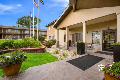 Hotel exterior   Quality Inn & Suites Lawrence - University Area