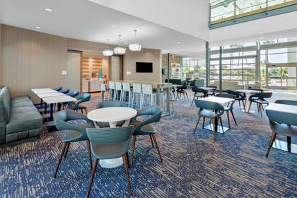 Lobby |  Hampton Inn & Suites San Diego Airport Liberty Station