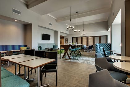Lobby | Hampton Inn & Suites Southport