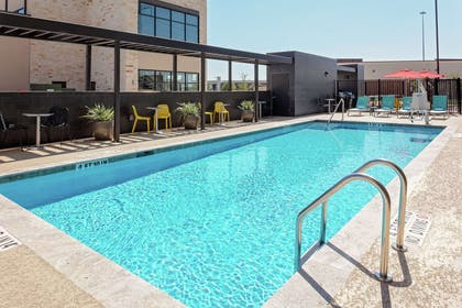 Pool | Home2 Suites by Hilton Rosenberg/Sugar Land Area