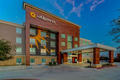 Exterior | La Quinta Inn & Suites by Wyndham Northlake Fort Worth