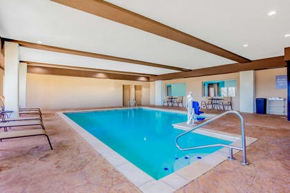 Pool | La Quinta Inn & Suites by Wyndham Northlake Fort Worth