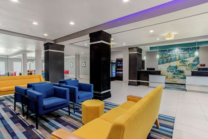 Lobby | La Quinta Inn & Suites by Wyndham Northlake Fort Worth