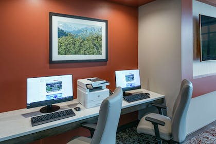Business Center | Hilton Garden Inn Wenatchee