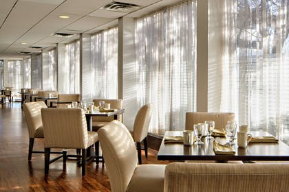 Restaurant | DoubleTree by Hilton Fairfield Hotel & Suites