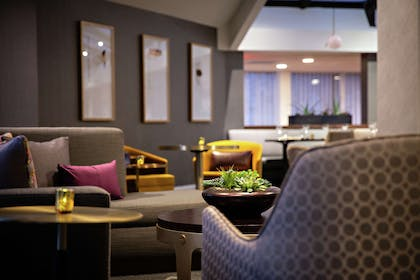 BarLounge | DoubleTree by Hilton Fairfield Hotel & Suites