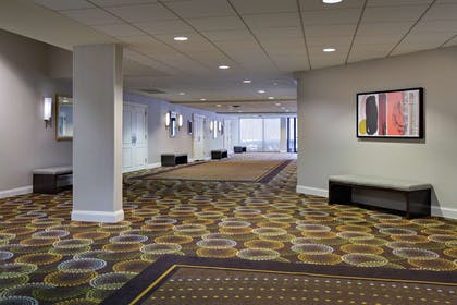 Lobby | DoubleTree by Hilton Fairfield Hotel & Suites