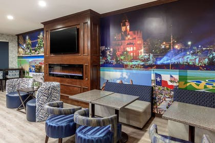 Enjoy breakfast in this seating area   Clarion Pointe Sulphur Springs