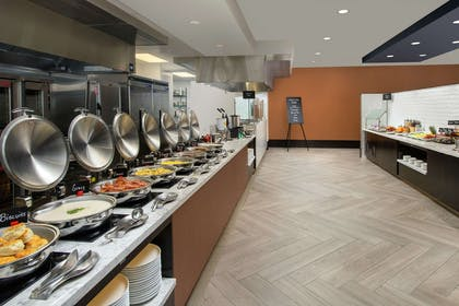 Breakfast Area | Embassy Suites by Hilton Knoxville Downtown
